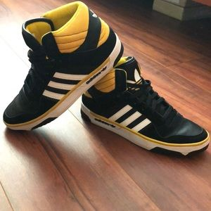 Men's size 8 Adidas high top sneakers